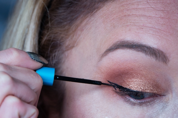 liquidink-eyeliner-essence-cosmetics