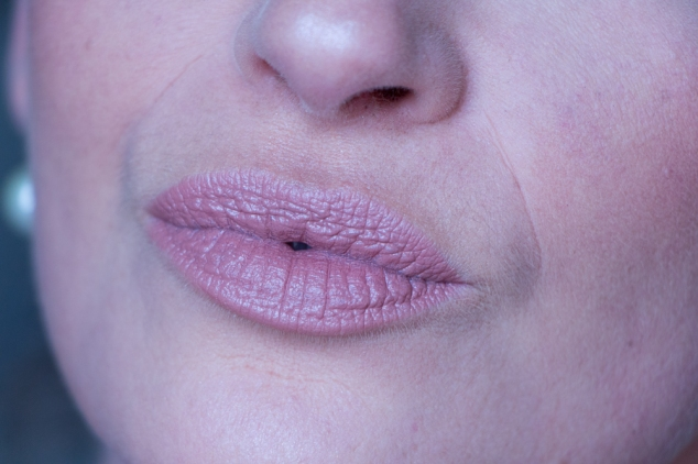 rose-gold-lipstick-chauffeur-makeup-revolution-swatch