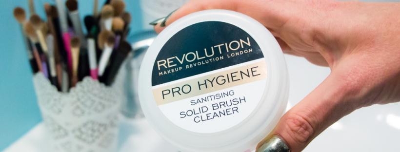 makeup-revolution-solid-brush-cleaner