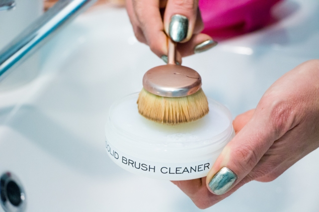 Image result for MAKEUP REVOLUTION SOLID BRUSH CLEANER