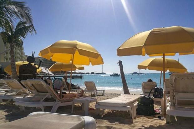 sint-maarten-simpson-bay-best-place-buccaneer-beach-bar
