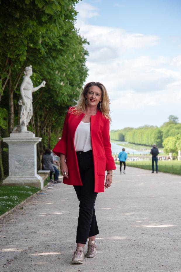 mode-curvy-veste-rouge-mom-jeans
