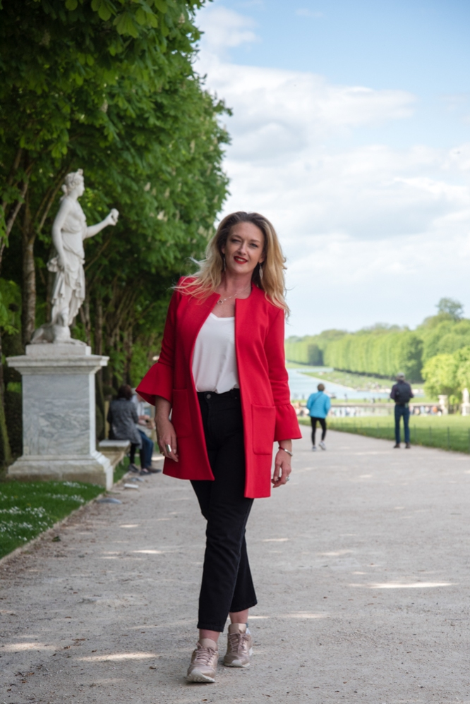 mode-curvy-veste-rouge-mom-jeans