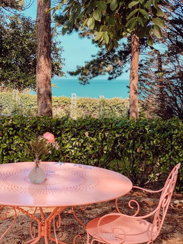 La Bonne Aventure Salon de Thé du Jardin Dior à Granville