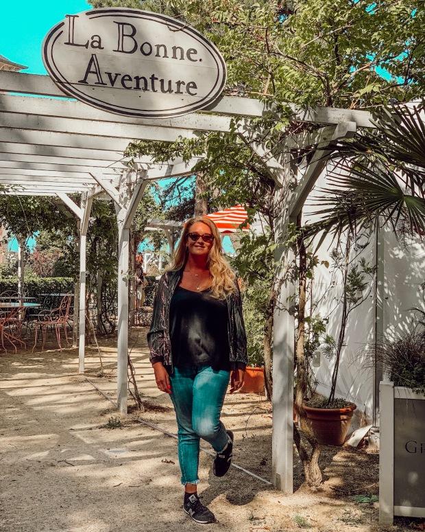 Restaurant La Bonne Aventure dans le Jardin Dior à Granville