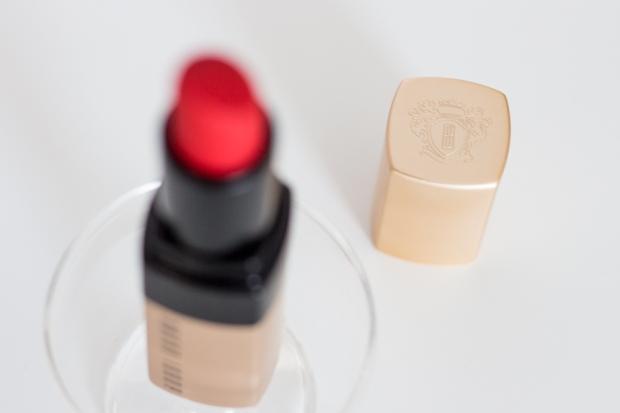 Packaging et détails du rouge à lèvres bobbi brown