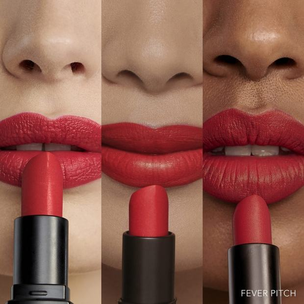 Swatch Luxe Matte Lipcolor en teinte Fever Pitch de chez Bobbi Brown